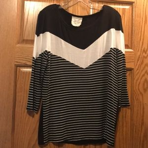 Black and white 3/4 sleeve chevron striped top M